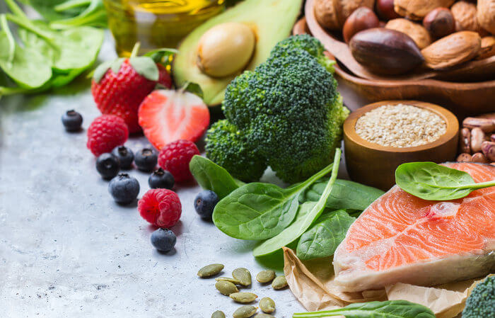 Para se ter uma alimentação saudável, é fundamental escolhermos bem nossos alimentos, pensando em variedade e equilíbrio.