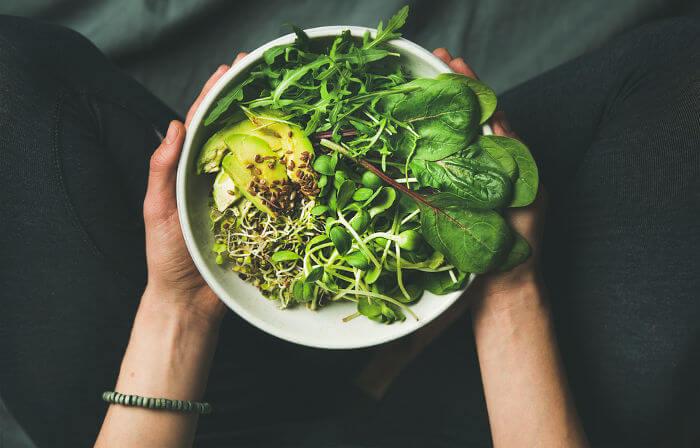 A alimentação vegetariana baseia-se no consumo de vegetais.