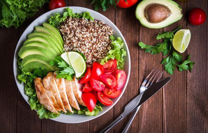 A alimentação é a forma como conseguimos os nutrientes necessários para nossa sobrevivência.