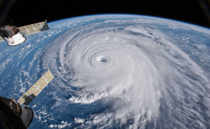 Ciclones são tempestades tropicais que se formam geralmente nos oceanos, em uma zona de baixa pressão atmosférica.