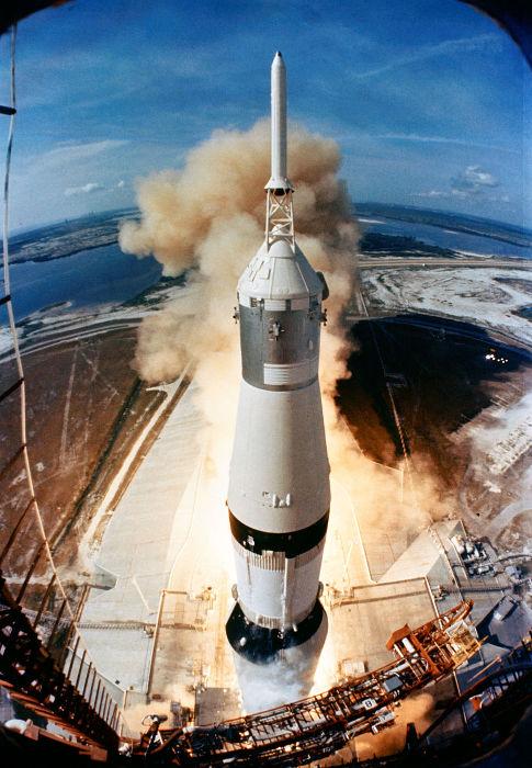 Lançamento do foguete Saturn V
