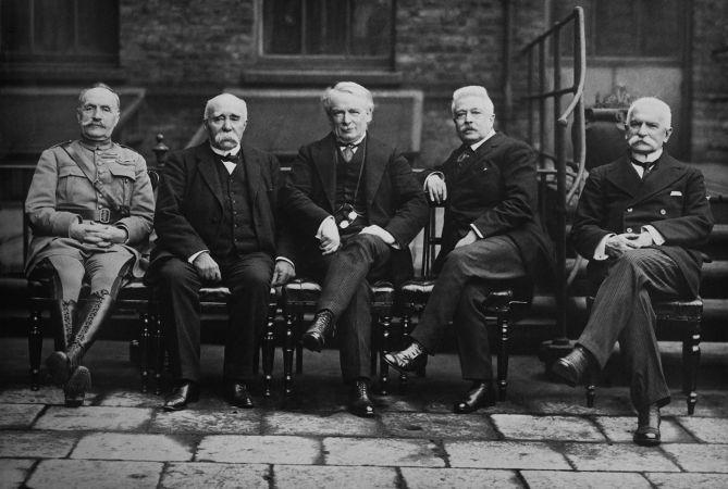Representantes de Reino Unido, França e Itália durante a Conferência de Paz de Paris, que produziu o Tratado de Versalhes.*