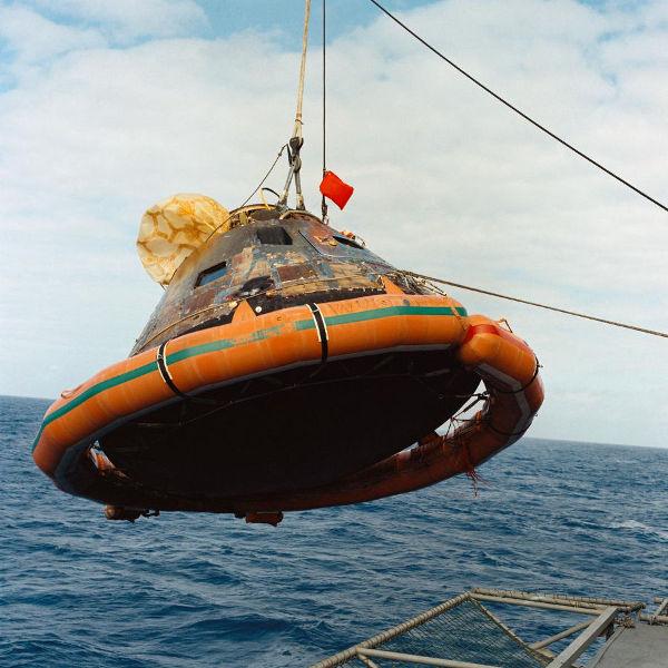 Resgate do módulo Columbia no Oceano Pacífico