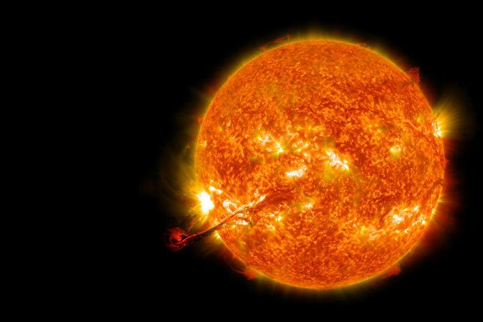 A luz que chega aos nossos olhos quando olhamos para o Sol é de 499 segundos atrás.