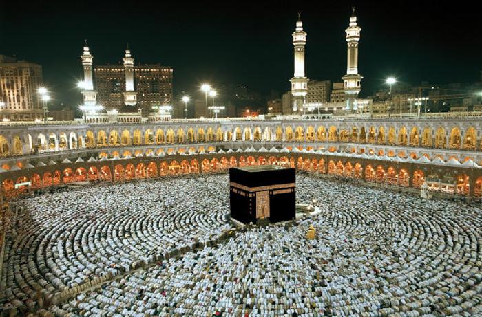 A peregrinação à Meca ao menos uma vez na vida é um dos pilares do islamismo. O fiel deve realizá-la desde que tenha condições financeiras para isso.