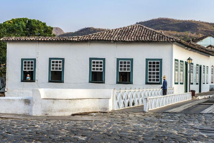 A Casa Velha da Ponte (Cidade de Goiás – GO), onde Cora Coralina passou a infância e onde voltou a viver quando regressou à sua cidade natal. [2]