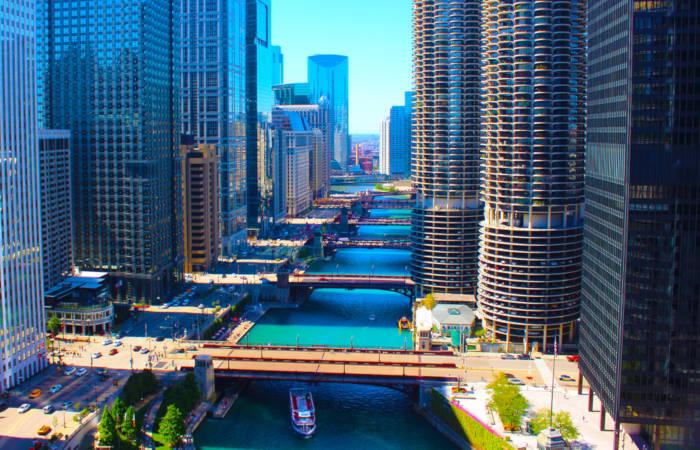 Chicago é a cidade onde foi construído o primeiro arranha-céu do mundo.