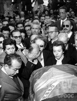 Funeral de Getúlio Vargas realizado no Rio de Janeiro, em 1954. [1]