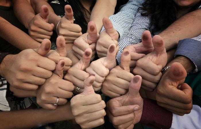A participação semidireta pode envolver consultas populares antes de tomadas de decisões políticas importantes.