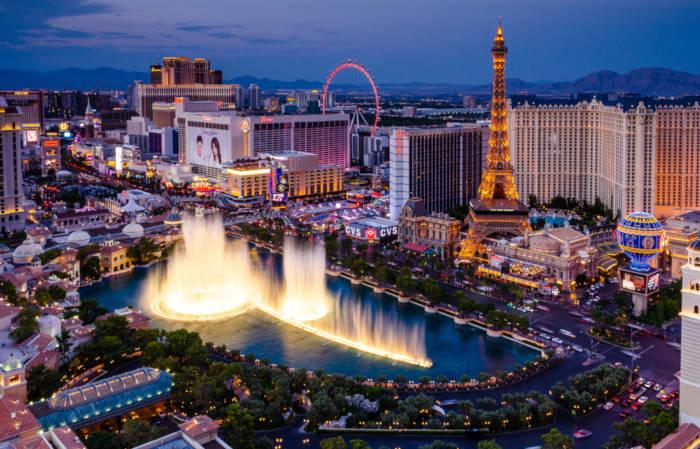 Las Vegas é conhecida como a cidade do entretenimento, repleta de cassinos e hotéis.**
