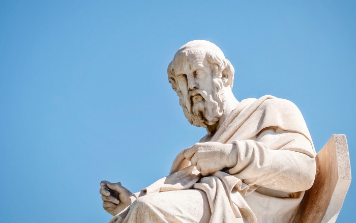 Platão acreditava que o processo dialético objetivava-se no aprofundamento na essência das coisas.