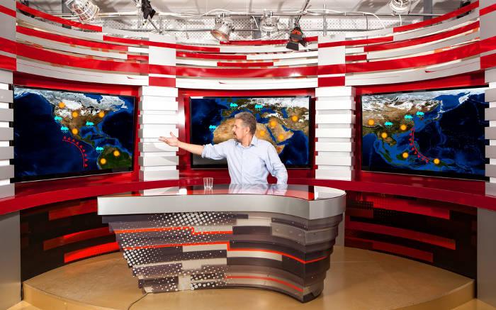 A previsão do tempo é comumente noticiada em telejornais.