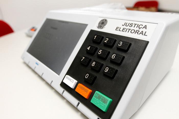 No sistema democrático representativo, como no Brasil, os cidadãos elegem representantes para ocuparem os cargos políticos.