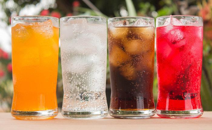 O ácido carbônico está presente nas bebidas gaseificas