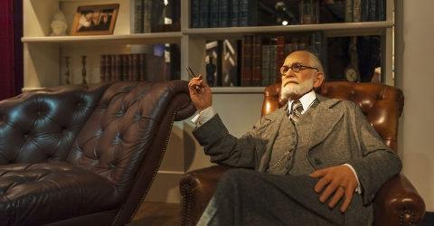 Estátua de cera de Sigmund Freud em seu consultório