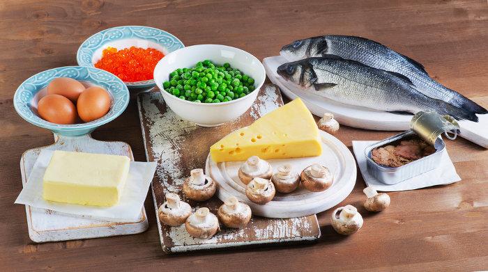 A vitamina D pode ser obtida na alimentação e por meio da síntese cutânea.