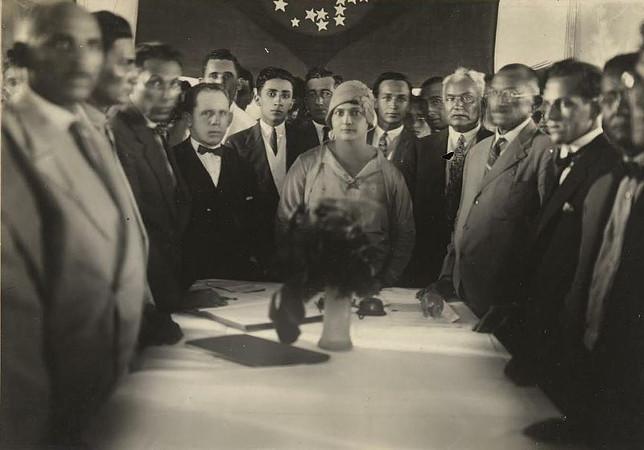 Alzira Soriano (ao centro), a primeira prefeita do Brasil.