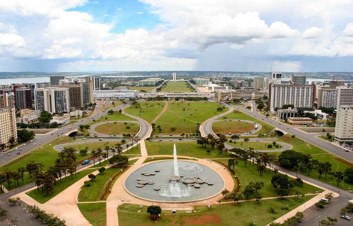 A capital do Brasil é Brasília, localizada no Distrito Federal.