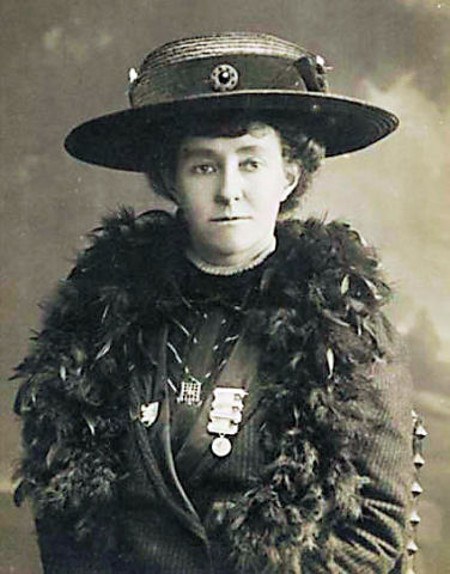 Emily Davison, a mártir do movimento sufragista inglês.