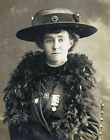 Emily Davison, a mártir do movimento sufragista inglês.