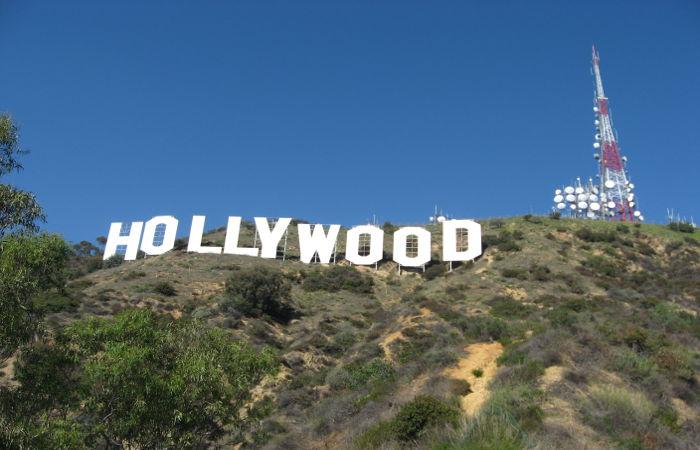 O cinema hollywoodiano é um exemplo de produto da cultura de massa.