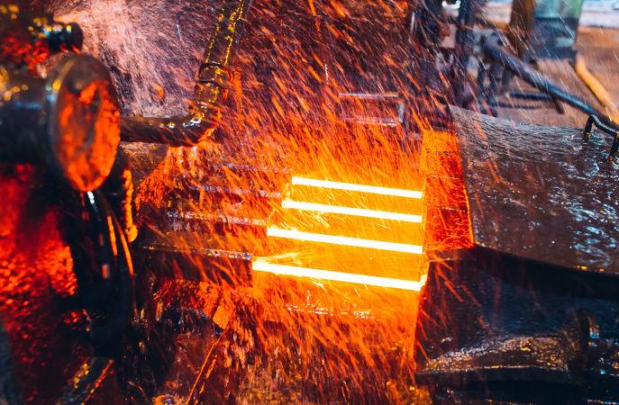 Quando aquecidos, os metais sofrem dilatação térmica, tendo suas dimensões alteradas.
