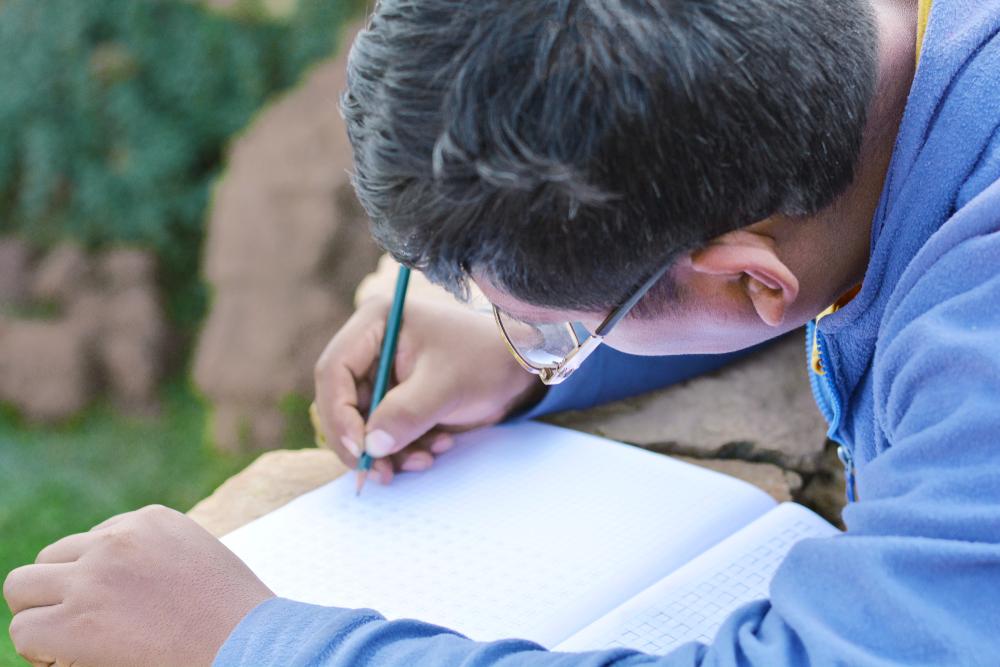 No Brasil, quanto mais velho o grupo populacional, maior o número de analfabetos.