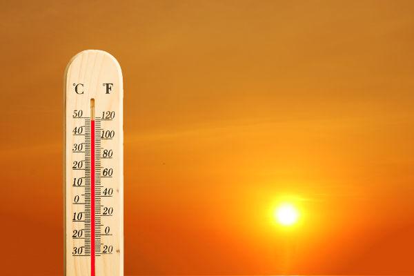Embora estejam relacionados, temperatura e calor são grandezas distintas.
