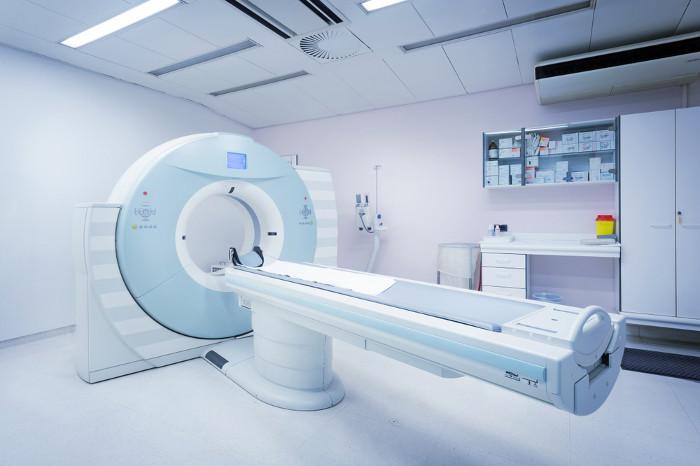 A tomografia é um tipo de aplicação da radiação para fins médicos.