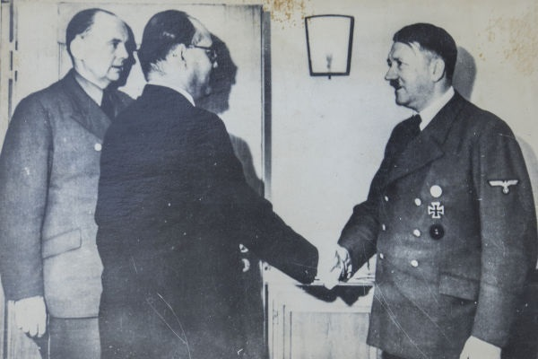 Desde 1938, existiam ideias no corpo do oficialato nazista sobre o assassinato de Adolf Hitler.[1]