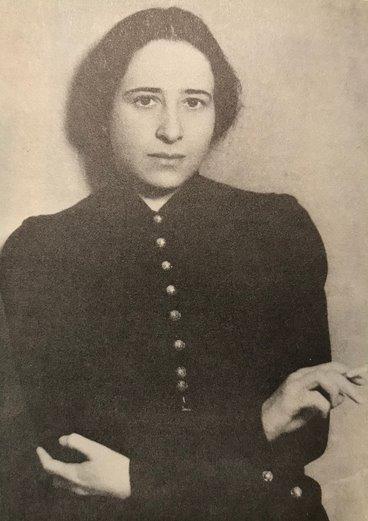 A filósofa Hannah Arendt jovem.