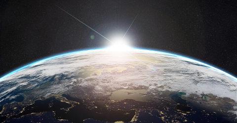 Luz do sol sob atmosfera terrestre vista de fora do planeta