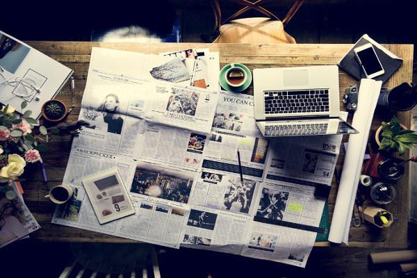 Artigo de opinião é um gênero que circula em meios, como jornais, revistas e sites da internet.