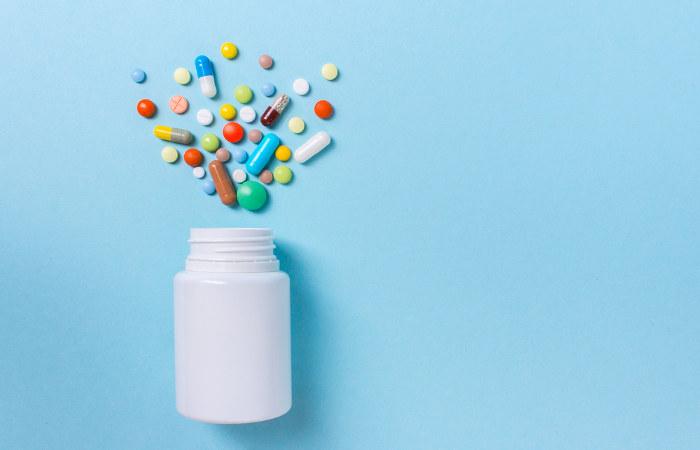 Existem diferentes tipos de antibióticos sendo comercializados. O seu uso, no entanto, só deve ser feito se recomendado por um médico.