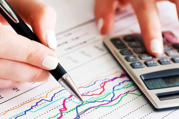 O cálculo do IDH é feito mediante a média dos critérios avaliados pelo indicador: renda, escolarização e esperança de vida.