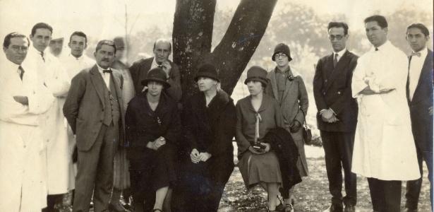 Marie Curie e Irène em visita ao então Instituto do Radium, em Belo Horizonte (1926). [4]