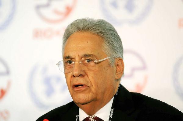 FHC, tornou-se presidente do Brasil ao vencer a disputa eleitoral em 1994, conquistando 54% dos votos.