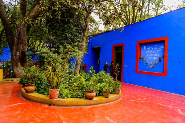 A famosa Casa Azul tornou-se um museu sobre a vida de Frida. [8]