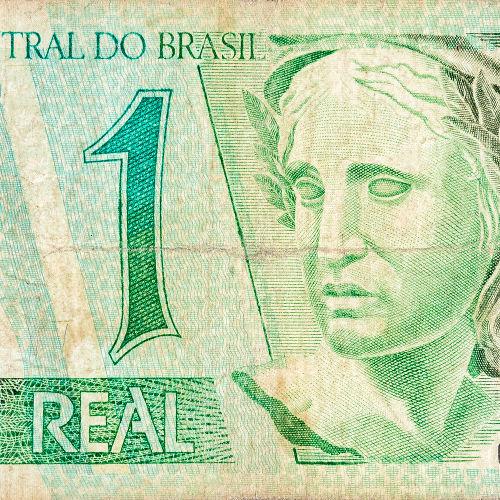Com o Plano Real, foi lançado o real, moeda que está em vigor até hoje.