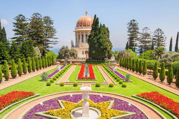 O Santuário de Bab, localizado em Haifa, Israel, é a sede mundial dos Bahá'í e é um importante local de peregrinação para os fiéis dessa fé.