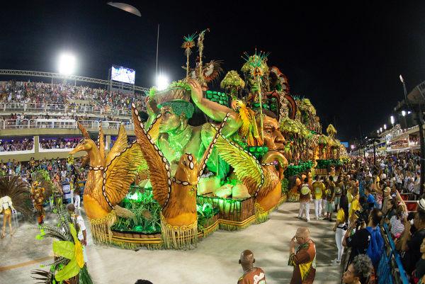 O Carnaval foi trazido para o Brasil pelos portugueses e, atualmente, é a festa popular mais tradicional de nosso país.