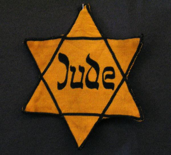 Estrela de Davi, um símbolo judeu, utilizado pelos nazistas para identificar os judeus alemães. [1]