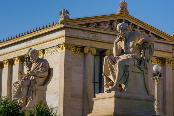 As reflexões de Sócrates chegaram até nós por meio dos famosos diálogos de Platão.