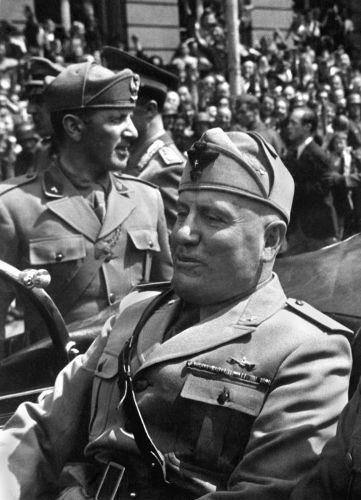 Benito Mussolini foi fundador e líder do fascismo e governou a Itália durante mais de 20 anos. [1]