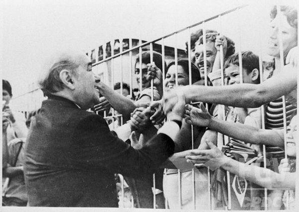 Apesar de ser uma eleição indireta, a candidatura de Tancredo Neves foi extremamente popular em todo o país.[1]