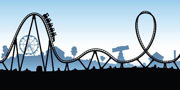 Na montanha-russa, a energia mecânica apresenta-se na forma de energia cinética e potencial.