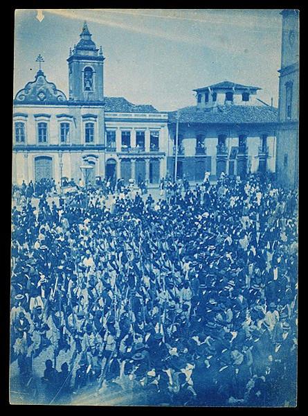 Das expedições feitas pelas tropas militares apenas a quarta e última conseguiu derrotar os conselheiristas, em fevereiro de 1902.