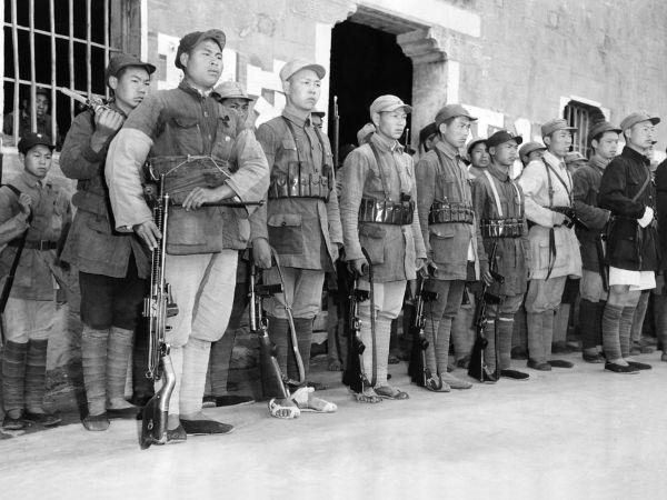 Durante a Guerra Civil Chinesa, comunistas e nacionalistas disputaram o controle da China.