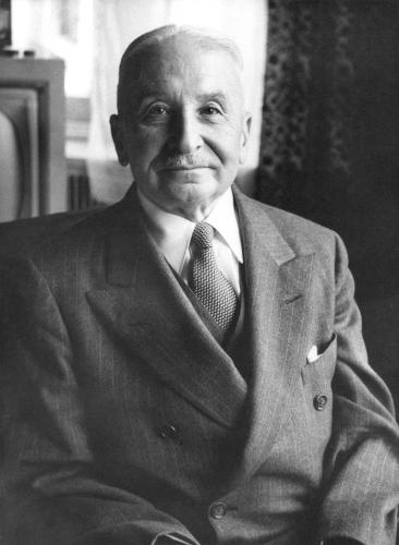 Ludwig von Mises, economista da Escola Austríaca que fundamentou as primeiras teorias neoliberais. [3]