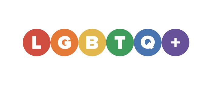 O movimento LGBTQIA+ luta pelos direitos das pessoas não heterossexuais, transgêneros e outras denominações.